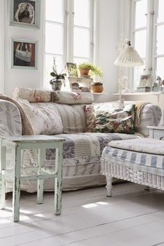 Home Tour in Denmark - via Cosy Home #shabbychic