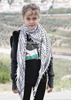Palestinian girl rises to fame as amateur reporter Nine-year-old Jana tells her story of Israeli occupation using mobile phone. Palestine Girl, Palestine History, Nebraska, Naher Osten, Bless The Child, Gwyneth Paltrow, Muslim Women, Human Rights, Bring It On