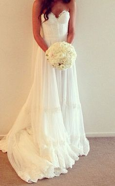 This type of dress is so diverse! With the right accessories this could be used for a mexican theme inspired wedding, country wedding, or even a rustic tuscan wedding.or even a beach wedding! not big on strapless but I like this one. Wedding Robe, Boho Wedding, Wedding Gowns, Dream Wedding, Tuscan Wedding, Wedding Country, Garden Wedding, Tulle Wedding, Ivory Wedding