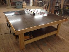 nice solid looking outfeed table.   Room for storage underneath.  scrap storage carts could go under one end...