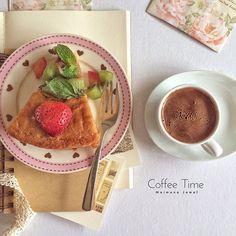 تفاءل ، كُن قويًّا .. و لا تقصص وجعك ؛ فاللهُ يدري بحَالِك ، وسيؤجرُك على صبرِك ..*💭 #iphone5s #turkishcoffee