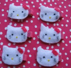 Hello Kitty bows for each guest as they arrive. Great idea