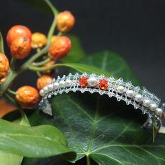 www.heartoflace.com hat ein tolles handgeklöppeltes Armband passend für Halloween. Das Fire Armband aus der colour collection gibt es auch in Gold... Armband Swarovski, Charms, Lace Jewelry, Halloween, Heart, Silver, Gold, Handmade, Fashion