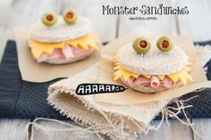 Looking for the perfect sandwich recipe for kid's lunch box or party? Below these mini sandwiches are so cute, and they are easy to make, serve and eat. your kids will be delighted. Sandwiches Your children. Mini Sandwiches, Halloween Food For Party, Halloween Treats, Halloween Sandwich, Halloween Foods, Halloween Recipe, Spooky Halloween, Happy Halloween, Tostadas