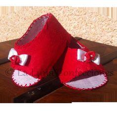 zapato de fieltro para bebe  fieltro artesanal,a mano
