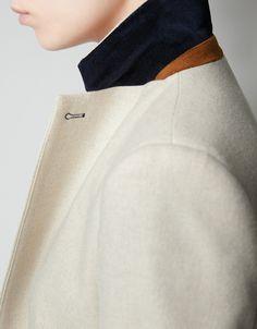 Suede collar stand. Black collar. White blazer