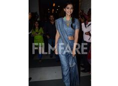 Salman and Sonam on a promotional spree Salman Khan and Sonam Kapoor, who are going all out to promote Prem Ratan Dhan Payo, attended one more event last evening. While Salman was seen in casuals, Sonam Kapoor was seen in an Anavila sari and looked elegant. Take a look at the pictures...