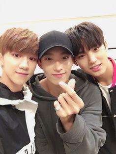 Minghao (The8), Seokmin (Dk) and Mingyu. 세븐틴(SEVENTEEN) (@pledis_17) | Twitter 2016/08/28