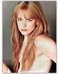 Nicole Kidman in the perfect strawberry blonde shade. I'm seriously considering this color...!!