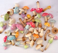 Witches need 'shrooms for their potions!  1/12TH scale  one dozen of loose fairy mushrooms and by 64tnt, €15.00