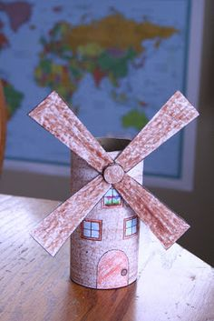Awesome page with links to small video clips about the Netherlands, tulips and windmills. Link to TPR windmill craft and much more. Around The World Theme, Kids Around The World, School Projects, Projects To Try, Summer Crafts, Diy And Crafts, Thinking Day, Toilet Paper Roll, Preschool Crafts