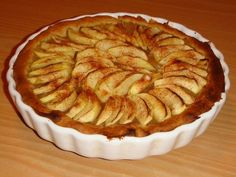 oeuf, pomme, sucre en poudre, extrait de vanille, pâte feuilletée, beurre, amande