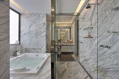 Valorizando os espaços. Veja: http://casadevalentina.com.br/projetos/detalhes/valorizando-os-espacos-573  #decor #decoracao #interior #design #casa #home #house #idea #ideia #detalhes #details #style #estilo #casadevalentina #banheiro #bathroom #lavabo