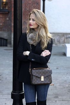 Cool Stunning Women Handbags Fashion Trends Ideas for This Winter. More at http://aksahinjewelry.com/2017/11/16/stunning-women-handbags-fashion-trends-ideas-winter/