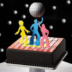 #Throwback to the disco era with this '70s-inspired fondant cake that features a shimmering disco ball! Get the how-to in the link in our bio. #wiltoncakes #tbt #disco #cakes