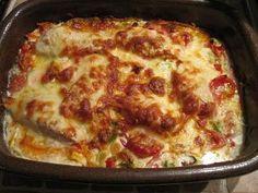 4 - 5 personer 500 g kyllingefilet 1 porrer i tynde skiver 6 tomater skåret i mindre stykker 1 stor peberfrugt i tern 2 gulerødder i s...
