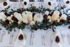 garland-candle-and-pincone-table-runner-for-thanksgving-on-fashionable-hostess