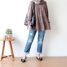 Bell Sleeves, Bell Sleeve Top, Casual Hijab Outfit, College Outfits, Chic Outfits, Hijab Fashion, Kylie Jenner, Casual Chic, Kimono Top