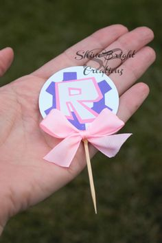 Excited to share the latest addition to my shop: Roblox cupcake topper/pink roblox cupcake topper/roblox toppers/roblox party/girlroblox/cupcake toppers/roblox theme party/robloxpartysupply 14th Birthday, Sons Birthday, 6th Birthday Parties, Birthday Cake Girls, Roblox Birthday Cake, Roblox Cake, Minecraft Party Favors, Boy Party Favors, Farm Animal Birthday