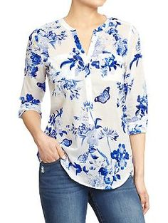 Love the beautiful blue and white floral pattern on this tab-collar, three-button blouse from Old Navy (it reminds me of many a classic china pattern). Look good around the clock in tall women's shirts from Old Navy. Shop tall women's blouses in various c Modest Fashion, Fashion Dresses, Floral Fashion, Outfit Trends, Outfit Ideas, Western Wear, Printed Blouse, Dress Patterns, Floral Patterns