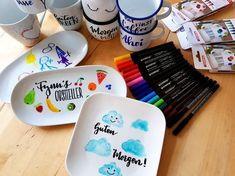 Porzellan bemalen - ein tolles DIY für Eltern und Kinder gleichermaßen! Individuell bemalte Tassen und Teller sind außerdem eine tolle Geschenkidee zum Geburtstag oder zu Weihnachten