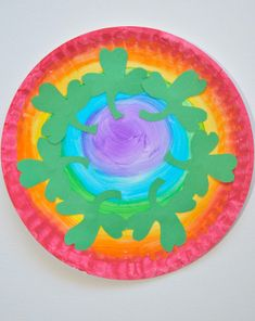 Brighten up your little leprechaun's day with this #shamrock covered #rainbow #paperplate, perfect for #StPatricksDay! #fourleafclover #craftsforkids