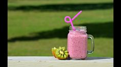 Healthy Smoothie Recipie  How to make a Banana Berry Kale smoothie like a BOSS!