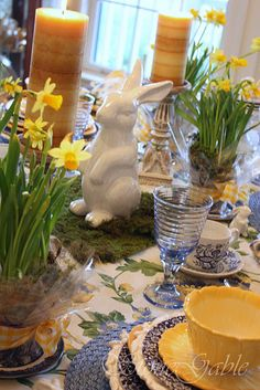 Table setting...LOVE the blue & yellow together!  A new way to use my Blue Willow!