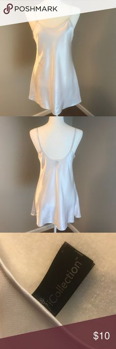 🌺 Lovely white nightgown 🌺 Beautifully simple, classy, & sexy white night gown.    Size S/M Intimates & Sleepwear