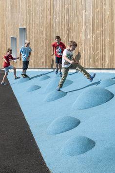 Mesterfjellet 1-10 School and Family Centre  / CEBRA