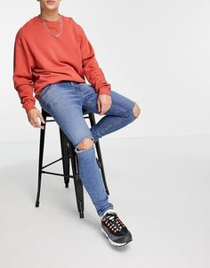 ASOS DESIGN skinny jeans with 'less thirsty' wash in mid blue with knee rips Jeans Skinny, Skinny Fit, Mom Jeans, Asos, Ripped Knees, Fitness, Design, Products, Fashion
