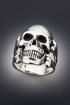 Silver Skull and Crossbones Ring by martymagic