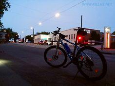 #Iserlohn #Mountainbike #Rücklicht #Beleuchtung #Aussenwerbung #Nacht #Nachtaufnahme #Nachtbild #Strassenfotografie #streetphotography #NRW #NordrheinWestfalen