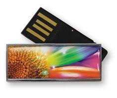 De Solid Twist is een kleine, stijlvolle USB stick. Met zijn strakke metalen behuizing en grote bedrukking in full color is het een veelzijdige blikvanger die tegen een stootje kan. Deze USB stick is verkrijgbaar van 2 t/m 64 GB en kan aan één zijde voorzien worden van een bedrukking in full color print met glanzende, krasvaste acryllaag (doming) Aan de achterzijde is plaats voor een lasergravure. Individuele bedrukkingen zijn mogelijk.
