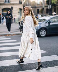 Au revoire Paris! Cerramos las Semana de la moda de Paris con 97 estilismos de 'street style' que te van a conquistar.  (link en bio )  @katefoley #ootd #paris #pfw #streetstyle #dress #whitedress #dots via ELLE SPAIN MAGAZINE OFFICIAL INSTAGRAM - Fashion Campaigns  Haute Couture  Advertising  Editorial Photography  Magazine Cover Designs  Supermodels  Runway Models