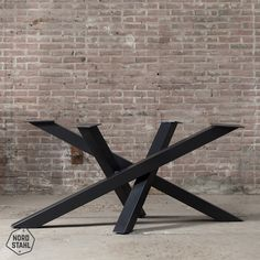 Twist table leg, middle leg for elongated table tops. The dimensional model gives the table a special twist a Wood Table Legs, Steel Table Legs, Steel Dining Table, Dinning Room Tables, Dining Table Legs, Oval Table, Metal Legs For Table, Diy Table Legs, Wood Table Design