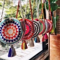 Beautiful Tuesday at our Showroom 🌴 Visítanos si estás en Medellín or orde. - Angaw Sawmah - - Beautiful Tuesday at our Showroom 🌴 Visítanos si estás en Medellín or orde. Crochet Purses, Crochet Bags, Gypsy Bag, Tapestry Crochet Patterns, Fab Bag, Tapestry Bag, Boho Bags, Fabric Bags, Knitted Bags