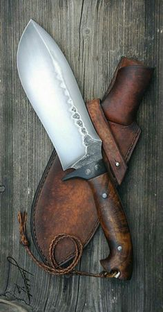 Pretty Knives, Cool Knives, Knives And Tools, Knives And Swords, Forging Knives, Forged Knife, Diy Knife, La Forge, Knife Sheath