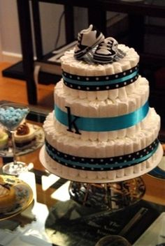 Great DIY diaper cake tutorial for all my friends having babies like crazy! :) This is the method I use for all of my diaper cakes. So easy and always looks perfect:-)