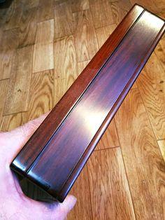17-02-23 古い硯箱 ( 6 ) (坂根龍我 作品 紹介№323 )   1度目の磨きを終えて、3回漆を摺り込んだ蓋と、まだ1度目の磨きを施した身を比べてみる。 結構違うもんだ。笑 さ、これから身も蓋と同じくまた3回ほど漆を摺り込み、蓋と一緒に最後の磨きをかけよう。
