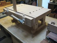 Woodworking Workbenches A Benchtop Bench (Moxon Vise? Woodworking Vice, Woodworking Bench Vise, Woodworking Workshop, Teds Woodworking, Woodworking Projects, Woodworking Classes, Small Workbench, Portable Workbench, Workbench Plans