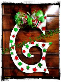 I could use this to paint my initial door hanger Grinch Christmas, Christmas Door, Christmas Signs, Diy Christmas Gifts, Christmas Projects, All Things Christmas, Christmas Time, Christmas Wreaths, Christmas Decorations