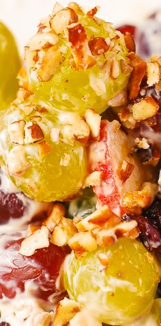 Creamy Vanilla Grape and Apple Salad with Cranberries and Pecans - a delicious side dish for the Fall season. Creamy Vanilla Grape & Apple Salad with Cranberries and Pecans - this salad is so good, Salad Recipes Holidays, Christmas Salad Recipes, Holiday Recipes, Jello Recipes, Soup Recipes, Cooking Recipes, Healthy Recipes, Grape Salad, Apple Salad