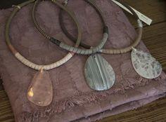 Gargantillas piedra natural y cuero, handmade