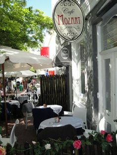Cafe Mozart - a quirky Cape Town restaurant that does great breakfasts... Want to visit here!