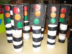 Idee knutselactiviteit bij thema 'vervoer' - Lilly is Love Games For Kids, Art For Kids, Activities For Kids, Crafts For Kids, Kindergarten Art Activities, Preschool Art, Race Car Themes, Transportation Activities, Traffic Light