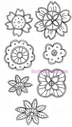 Siete florales diseños de bordado calado