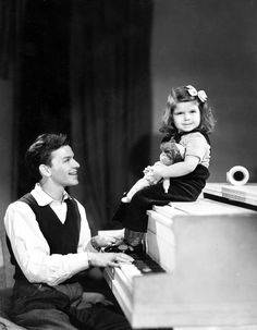 Frank Sinatra and daughter Nancy, c. 1943