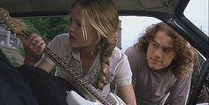 17 Rom-Coms That Absolutely Nailed Their Final Scenes When Patrick bought Kat her dream guitar to show his true love and affection for her in 10 Things I Hate About You. 17 Rom-Coms That Absolutely Nailed Their Final Scenes 90s Movies, Iconic Movies, Series Movies, Good Movies, Movie Tv, Indie Movies, Tv Series, Julia Stiles, Heath Ledger