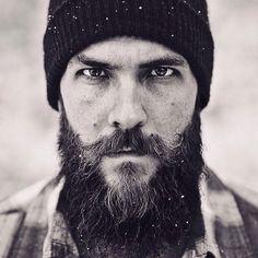 Pitkä, paksu parta